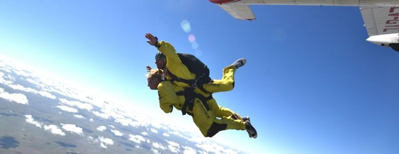 La CADEA, informa sobre RAAC parte 105 – Operación de Paracaidismo llevando pasajeros (Sistema Dual Tándem)